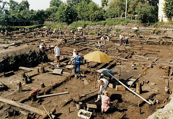 Раскопки древнего поселения