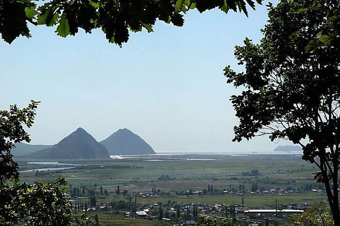 две горы